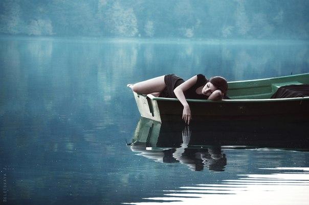 один в лодке картинки